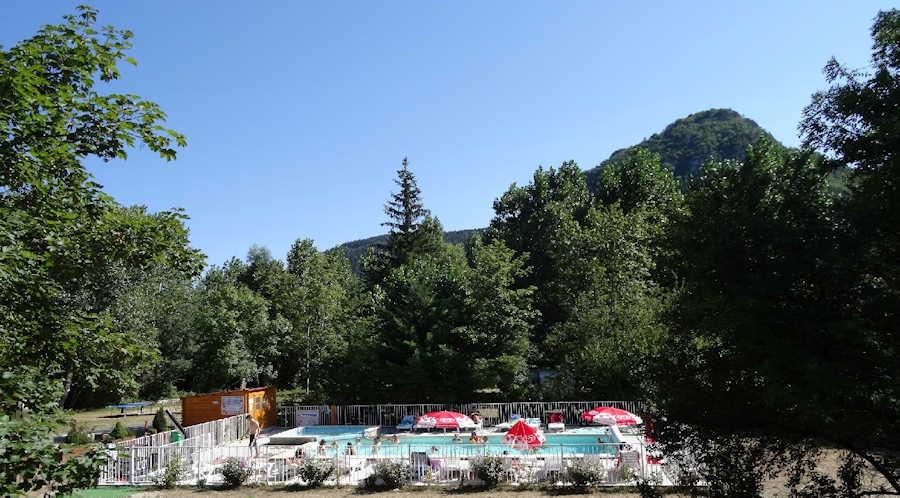 Le camping camping le clos des peupliers barjac en for Camping lozere piscine